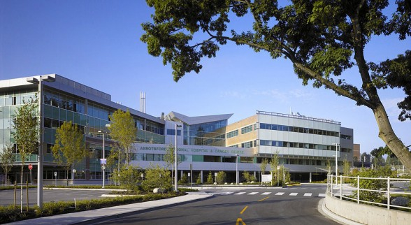 Abbotsford-Regional-Hospital-and-Cancer-Centre-design-by-Silver-Thomas-Hanley-588x322